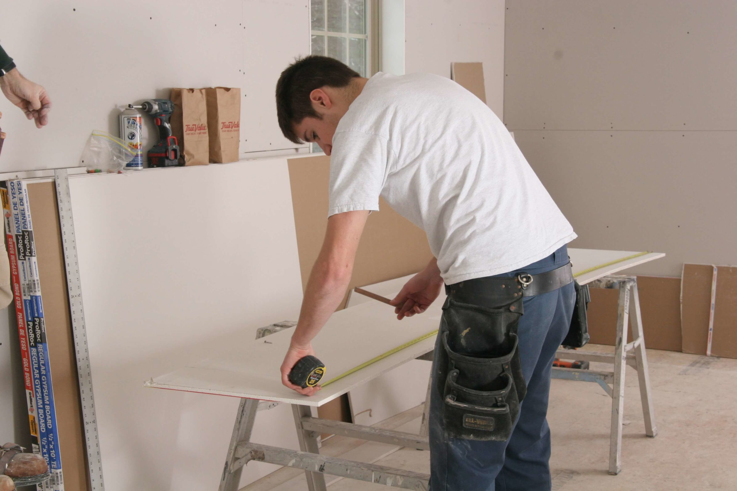 How to Hang Sheetrock_Measure